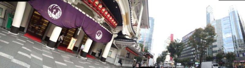 銀座の歌舞伎座の前